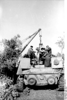 Replacment_of_the_gun_on_Nashorn_somewhere_in_northern_Italy,_1944.jpg