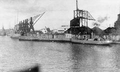 HMS_Tetrarch_(N77).jpg