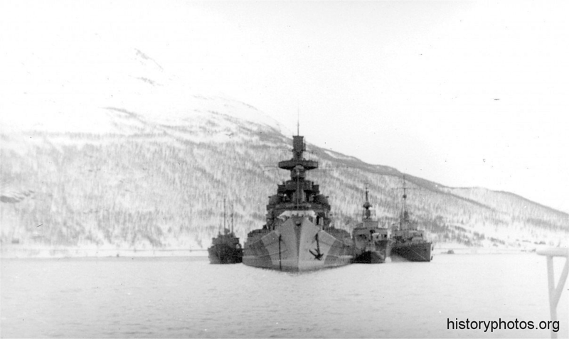 Файл:Scharnhorst 1943 + 3 ЭМ.png