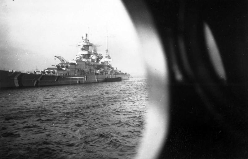 Файл:Scharnhorst из иллюминатора.jpg