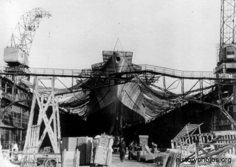 Файл:Scharnhorst 1942 сухой док.png