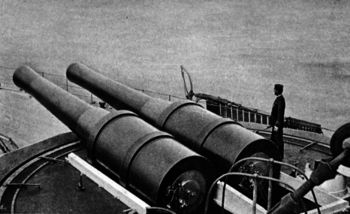Sixty_seven_ton_guns_mounted_on_a_barbette.jpg