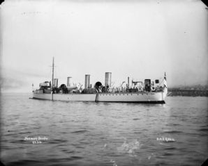 HMS_Quail_at_Halifax_LAC_3332863.jpg