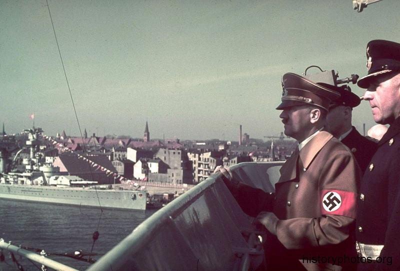 Файл:Scharnhorst Гитлер на мостике.png