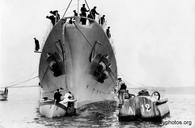 Файл:Scharnhorst постановка на бочку.png