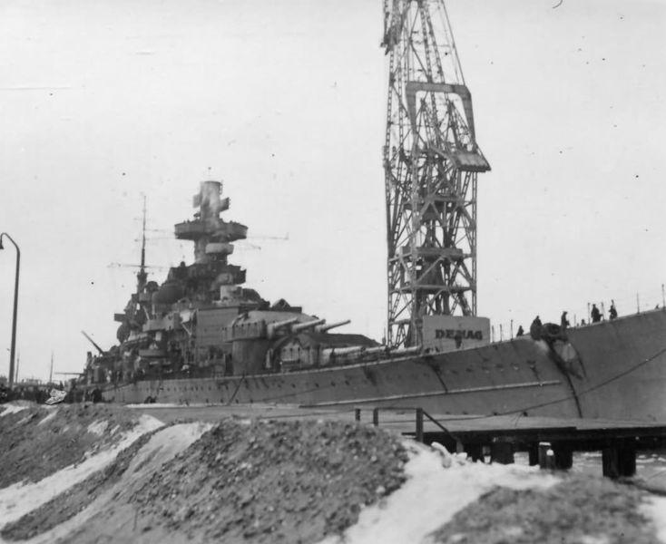 Файл:Battleship Scharnhorst in harbour.jpg