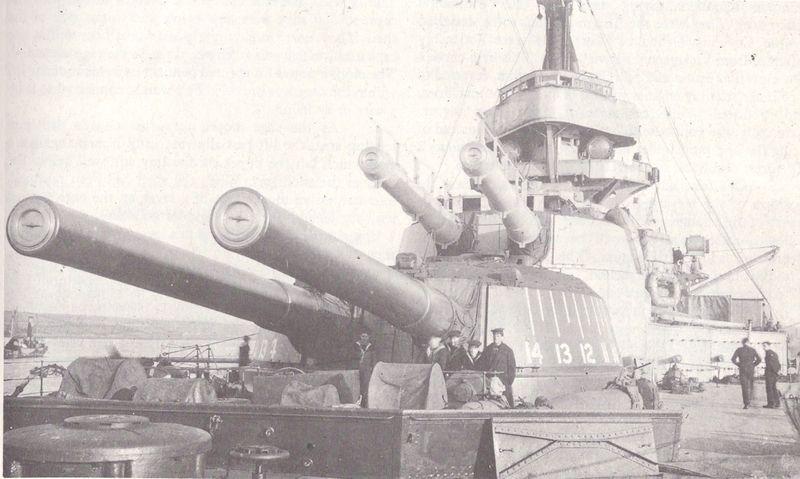 Файл:HMS Ajax (1912) forward guns.jpg