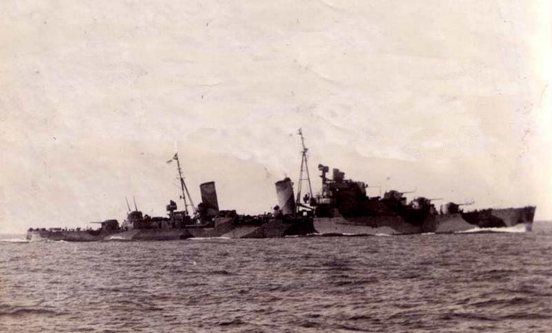 Файл:HMS Naiad (39) lightcruiserclassdidoinmidtersea.jpg