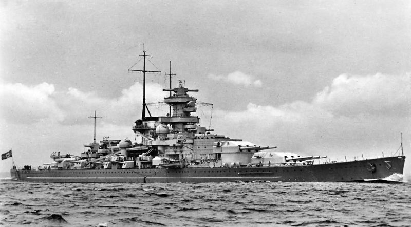 Файл:Battleship Scharnhorst broadside view.jpg