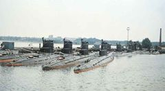 Подводные_лодки_проекта_613_в_порту_Палдиски.jpg