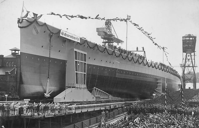 Файл:Scharnhorst 1939 shipyard.jpg