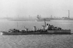HMS_Icarus_(D03).jpg
