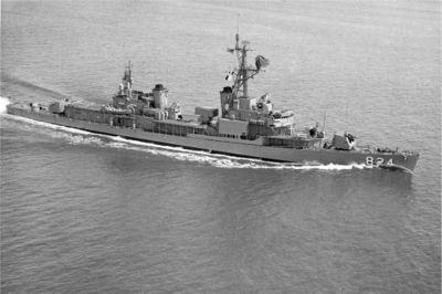 USS_Basilone_-28DD-824-29_underway_in_1964.jpg