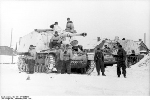 Nashorn_tank_destroyers_on_the_Eastern_Front,_1944.jpg
