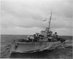 HMS_Pelican_1944_IWM_FL_17339.jpg