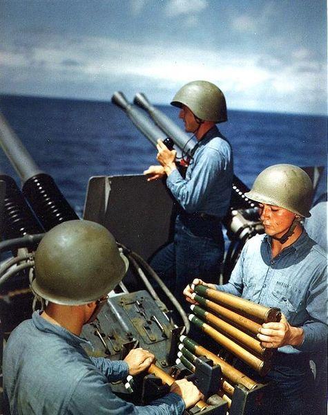 Файл:USS Alaska 40mm gun practice 1945.jpg