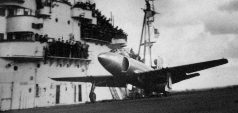 Файл:A prototype Supermarine Attacker aboard Illustrious October 1947.jpg