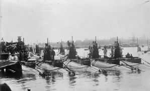 B_class_submarines_in_plymoth.jpg
