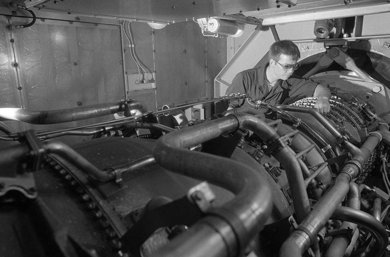 Файл:1280px-USS Ford (FFG-54) Gas Turbine.jpg