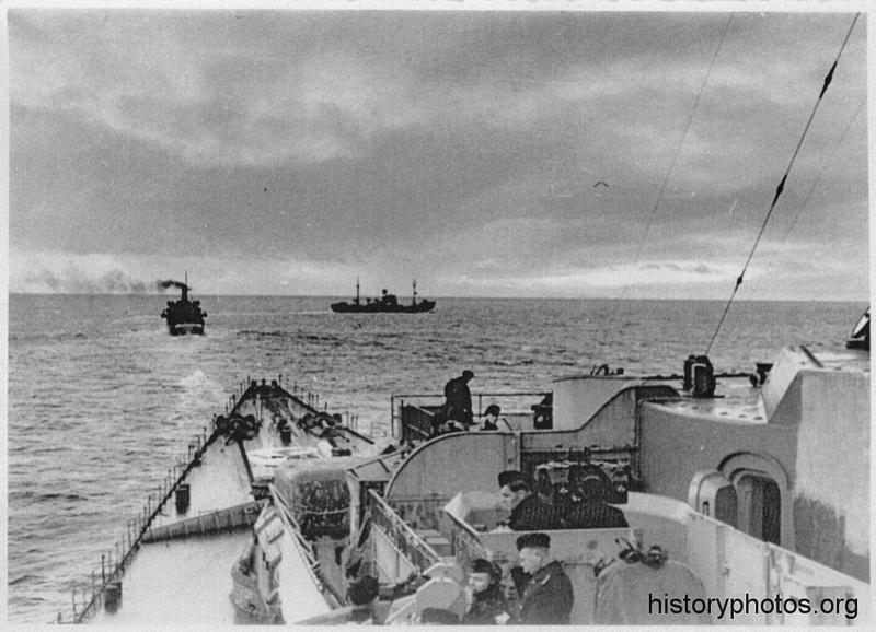 Файл:Scharnhorst 1940 выходит из гавани.png