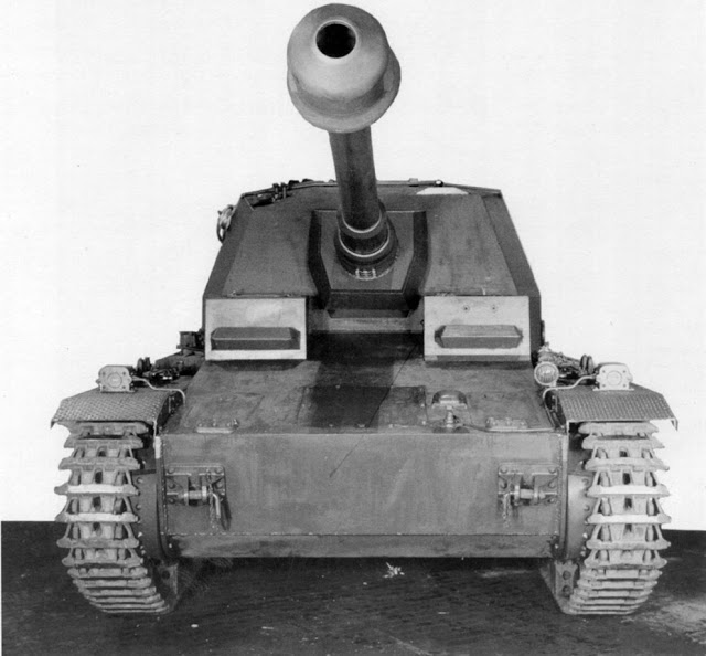 Pz.Sfl.IVa_from_front.jpg