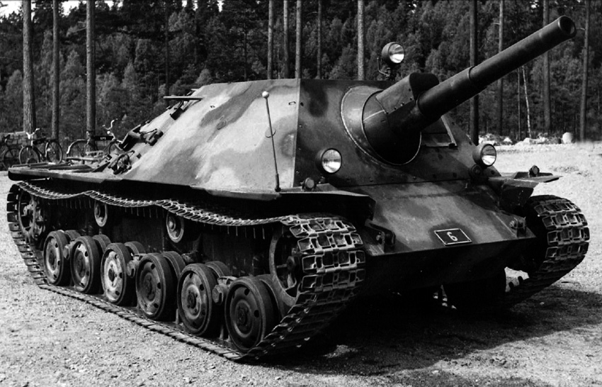 Rearmed_prototype_ikv_72_with_a_75mm_gun.jpg