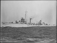 Davis_(DD395)._Port_bow,_underway,_10-18-1938_-_NARA_-_513032.jpg