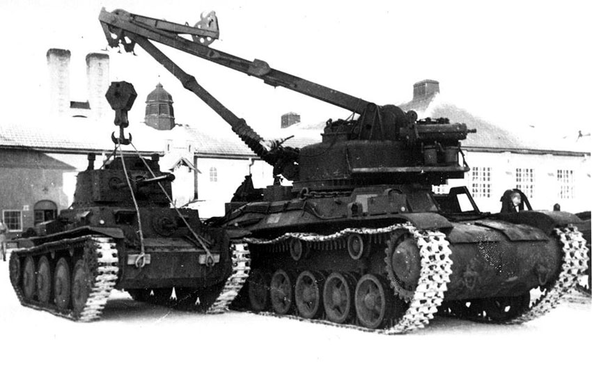 Bbv_m42_recovery_vehicle_and_strv_m41.jpg