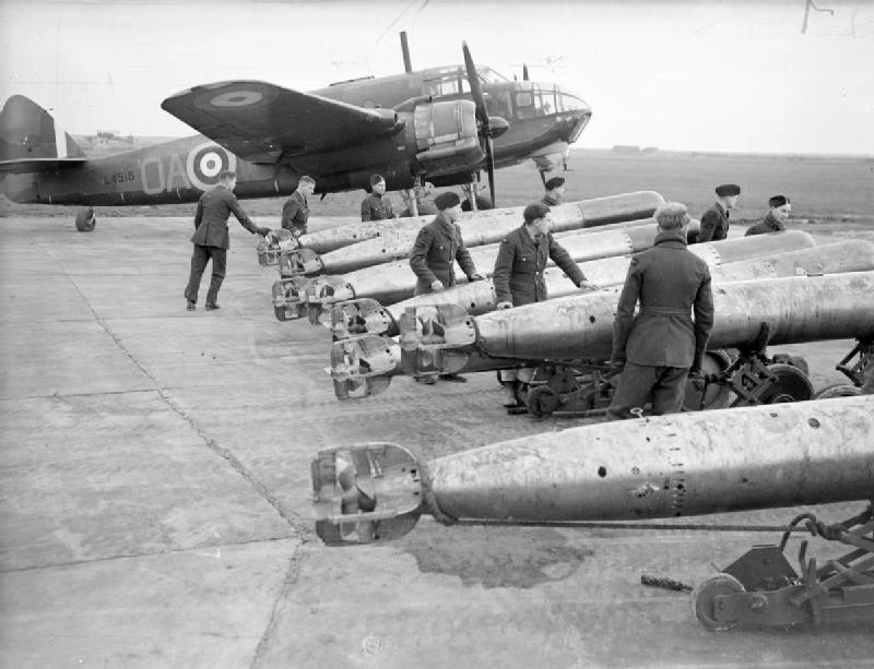 Подготовка к вылету торпедоносца Bristol Beaufort