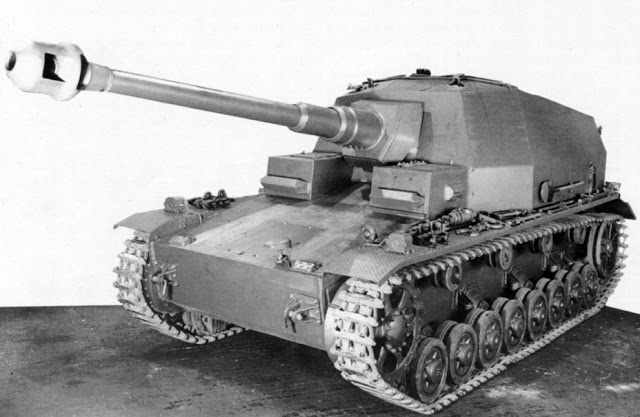 Pz.Sfl.IVa_at_factory_1941.jpg