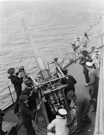 3-inch_AA_gun_and_crew_on_HMS_Royal_Oak_WWI.jpg