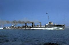 IJN_destroyer_Kawakaze_sea_trials_at_Tateyama,_October_1918._(Colorized.jpg