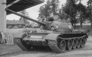 T-54_m_1951_in_spring_1980.jpg