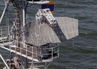 USS_Trenton_(LPD-14)_SPS-40_antenna.jpg