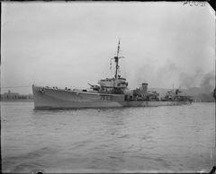 HMS_Saladin_(1919).jpg