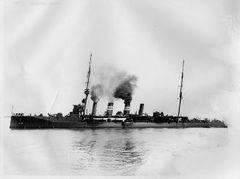 HMS_Liverpool_(Bristol-class_cruiser).jpg