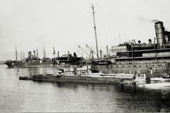 HMS_E39_E44.jpg