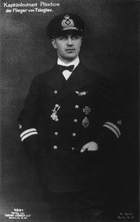 Kapitänleutnant_Plushow.jpg