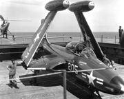 McDonnell_F2H-2_Banshee_на_USS_Essex_(CV-9).jpeg