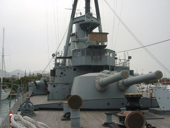 Averof_bridge_and_bow_234_mm_main_turret.JPG