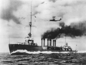 Tenryu_underway,_circa_late_1919.jpg