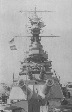 HMS_Royal_Oak_башни_1925.jpg