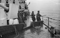 HMS_JAMAICA_дозаправка_с_танкера_(Северная_Атлантика,_сентябрь_1944)_9.jpg