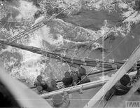 HMS_JAMAICA_дозаправка_с_танкера_(Северная_Атлантика,_сентябрь_1944)_5.jpg