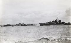 Right_to_left-_HMS_Nonpareil,_HMS_Offa_and_HMS_Norseman_at_Scapa_Flow-25-June_1942.jpg