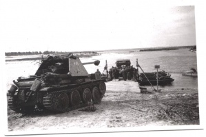 Mareder_III_ausf_H_crossing_the_river.jpg