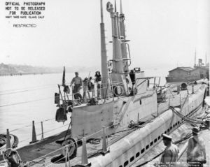Вид на рубку USS Balao (SS-285) со стороны кормы во время модернизации (октябрь 1944)