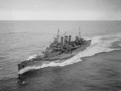 HMS_Kent_(1926).jpg