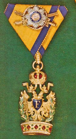 Ordens-der-Eisernen-Krone-1-klass-kleine-dekoration-und-golden-schwerten.jpg