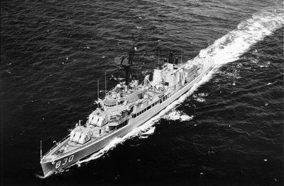 USS_Everett_F._Larson-3B0583009.jpg
